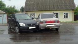 Два автомобиля столкнулись в городе Михайлов