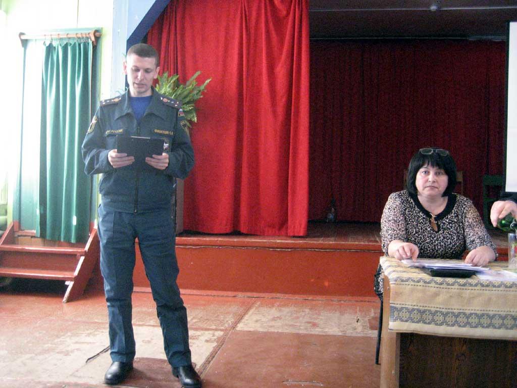 Заревском доме культуры Михайловского района в 14 ч. 00 мин. состоялось отчетное собрание главы администрации МО